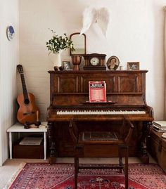 Farmhouse fancy: complete with an upright piano and various instruments, the music room as a mini concert hall for impromptu recitals. Music Corner, Cozy House, Home And Living, Living Room, Small Living, My Dream Home, Interior Inspiration, Room Inspiration, Decoration