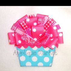 Fabric, ric rac and ribbons! Sewing Ideas, Sewing Crafts, Sewing Projects, Applique Market, Fun Crafts, Paper Crafts, Ribbon Cards, Sew Simple, Cute Cupcakes
