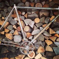 Foto di una bicicletta Bartali in fase di restauro