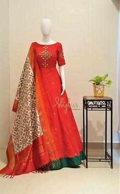 45 Trendy Ideas for dress indian ikkat - Trend Designer Dresses Indian 2019 Party Wear Indian Dresses, Indian Gowns Dresses, Dress Indian Style, Long Dress Design, Dress Neck Designs, Blouse Designs, Floor Length Kurti, Floor Length Dresses, Lehenga Gown
