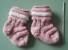 Töppöset vastasyntyneelle, ilmainen ohje Crafts To Do, Hobbies And Crafts, Yarn Crafts, Knitting For Kids, Baby Knitting Patterns, Wool Socks, Knitting Socks, Knit Baby Dress, Knitting Videos