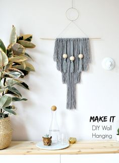 How to make your own easy DIY yarn wall hanging. Easy crafts for the home, DIY home decor. Click the image to discover how to make your own home decor. Easy Home Decor, Diy Room Decor, Wall Decor, Yarn Wall Hanging, Wall Hangings, Art Mural, Diy Wall Art, Home Crafts, Easy Crafts