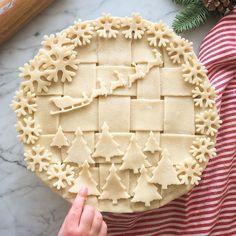 His Reindeer - List of Christmas Pie Crust Design IdeasSanta amp; His Reindeer - List of Christmas Pie Crust Design Ideas Christmas Sweets, Christmas Cooking, Xmas, Christmas Pies, Holiday Pies, Reindeer Christmas, Christmas Foods, Christmas Design, Merry Christmas