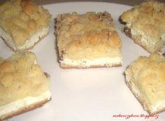 Babičky tvarohový koláč Těsto: 400g mouka polohruba 1 vejce 50-70g másla 2 polévkové lžíce cukru trošku oleje 1 kostka droždí +mléko dle potřeby Tvarohová nápln: 500g tvarohu může být i víc 1vejce/sníh 4-5 cukr písek rozinky vanilkový cukr smícháme v krém, pak jemně vmícháme sníh smíchaný s 1 lžíci cukru a špetkou so