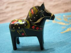 Vintage Swedish Wooden Dala Horse – black – Miniature – Scandinavian Christmas – 1970s – Mid Century Design Sweden von everglaze auf Etsy