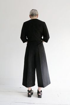 Xenia Design edgy structured cropped pants perfect for warm weather at ATELIER957.