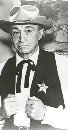Paul Fix - Paul Fix, the well-known movie and TV character actor who played Sheriff Michah Torrance on the TV series The Rifleman was born Peter Paul Fix on March 1901 in Dobbs Ferry, New York to brew-master Wilhelm Fix and his wife, Old Movies, Great Movies, The Rifleman, Johnny Crawford, Western Movies, Old Western Actors, Western Film, Western Theme, Cowboys And Indians