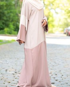 A collection of relaxed and comfortable casual abayas, modern casual abaya, and casual abaya designs for everyday wear. buy casual abaya online Now. Niqab Fashion, Modesty Fashion, Fashion Outfits, Mode Abaya, Mode Hijab, Islamic Fashion, Muslim Fashion, Girl Hijab, Hijab Outfit