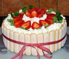 Smaczny tort truskawkowy. Dzięki truskawkom pięknie się prezentuje i pysznie smakuje! Taki tort truskawkowy to idealny pomysł na urodzinowe przyjęcie lub imieniny. Nie tylko w sezonie na truskawki! Mary Berry, Polish Recipes, Polish Food, New Cake, Pretty Cakes, Cake Decorating, Sweet Tooth, Cheesecake, Birthday Cake