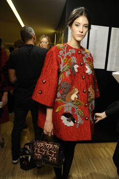 Mis Queridas Fashionistas: Dolce&Gabbana Fall/Winter Shoes&Bags&Detailed photos - Milan Fashion Week (Part II) Couture Fashion, Fashion Show, Milan Fashion, Beautiful Outfits, Cool Outfits, Exclusive Clothing, Fashion Details, Fashion Design, Embroidered Clothes
