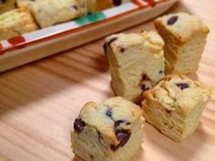 HM*超簡単♡ひとくちスコーンの画像 Köstliche Desserts, Sweets Recipes, Delicious Desserts, Snack Recipes, Snacks, Japenese Food, Single Serve Cake, Sweet Buns, Sweets Cake