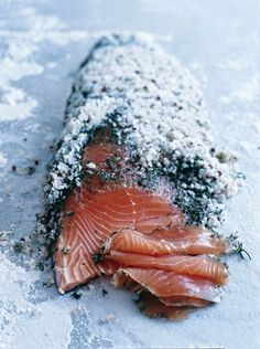 salmón curado con sal -Donna Hay- dill and salt-cured salmon - this will pretty much just be eaten by my dad and I - ok mostly me. Salmon Recipes, Fish Recipes, Seafood Recipes, Cooking Recipes, Salmon Food, Raw Salmon, Cured Salmon Recipe, Salmon Skin, Organic Salmon