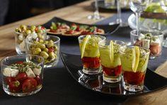 Las copas de guacamole son un sabroso canapé para servir en las fiestas