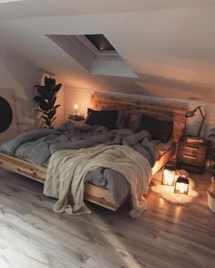 Home Interior Design This beautiful, cosy Scandinavian style bedroom. Home Interior Design This beautiful, cosy Scandinavian style bedroom. Dream Rooms, Dream Bedroom, Master Bedroom, Pretty Bedroom, Blue Bedroom, Warm Cozy Bedroom, Minamilist Bedroom, Travel Bedroom, Bedroom Night