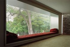 Now this is a window seat!  casa mirindiba, são paolo, Marcio Kogan