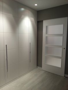 Top 30 Closet Door Ideas to Try to Make Your Bedroom Tidy and Spacious Wardrobe Door Designs, Wardrobe Doors, Built In Wardrobe, Closet Designs, Closet Doors, Flur Design, Wooden Wardrobe, Bedroom Cupboards, Hallway Designs
