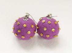 gli orecchini, color lilia.