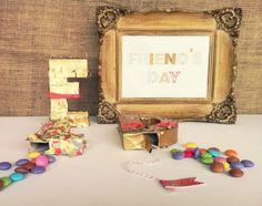 Mini piñatas para el Día del Amigo by www.tiendadoilies.com.ar Friends Day, Frame, Home Decor, Mini Pinatas, Picture Frame, Decoration Home, Room Decor, Frames, Home Interior Design
