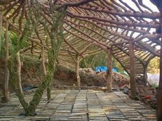HOBBIT HOUSE STRUCTURE. Note membrane below pallets, ready to receive straw bales, then floor boards.
