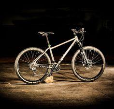 Maßgefertigte Fahrradrahmen aus Titan und Stahl | MTB