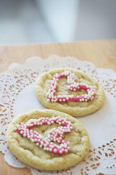 cute idea for decorating valentine cookies