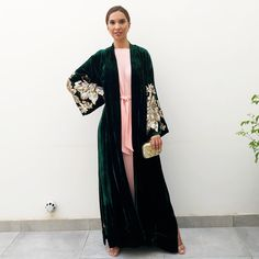 Abaya Fashion, Modest Fashion, Velvet Coat Women, Gold Velvet Dress, Green And Gold, Emerald Green, Abaya Designs, Vintage Kimono, Gold Sequins