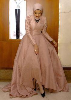 Yeni sayfa Abaya Fashion, Muslim Fashion, Fashion Dresses, Hijab Dress Party, Party Wear Dresses, Mom Dress, Dress Skirt, Elegant Dresses, Nice Dresses