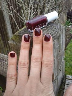Weekend Nails check it blogclaudiamaral.blogspot.co.uk #blogger #bbloggers #beauty #nailpolish #essie #weekendnails #blogpost