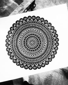 Super mandala art design on canvas 37 Ideas Mandala Doodle, Mandala Art Lesson, Mandala Artwork, Mandala Painting, Disney Art Drawings, Cool Art Drawings, Pencil Art Drawings, Drawing Ideas, Doodle Art Drawing