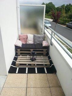 60 Stunning DIY Projects Pallet Sofa Design Ideas 54 – Home Design Small Balcony Design, Small Balcony Decor, Balcony Ideas, Narrow Balcony, Modern Balcony, Balcony Garden, Apartment Balcony Decorating, Apartment Balconies, Cozy Apartment
