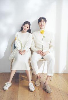 Pre Wedding Photoshoot, Wedding Poses, Wedding Shoot, Wedding Couples, Dream Wedding, Korean Wedding Photography, Couple Photography, Creative Couples Photography, Foto Shoot