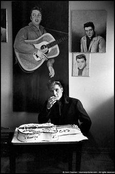 Henri Dauman - Elvis Presley's Return to Graceland, Memphis Tennessee, 1960. S)