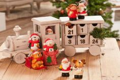 Craft a Christmas advent calendar one that will become a real treasure in the years to come. Use one of our Fun Christmas Crafts With 50 Great Homemade Advent Calendars Ideas and have some fun. Manualidades Halloween, Easy Halloween Crafts, Christmas Colors, Christmas Fun, Christmas Decorations, Homemade Ornaments, Homemade Crafts, Wood Advent Calendar, Homemade Advent Calendars