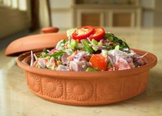 A national dish of pride for Tahitians, poisson cru is a delicious mix of ceviche style fish with full coconut flavor. Delicious to the very last morsel! Healthy Salads, Healthy Eating, Healthy Recipes, Healthy Food, Ceviche, Cooking Bowl, Cooking Recipes, Ahi Tuna Salad, International Recipes