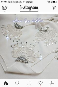 This Pin was discovered by iğn Needle Tatting, Needle Lace, Needle And Thread, Knitted Poncho, Knitted Shawls, Muslim Prayer Mat, Blue Eyeshadow Looks, Knit Shoes, Point Lace