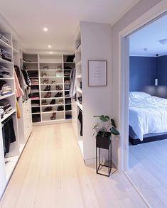 Best Apartment Closet Decor Walk In 23 Ideas Walk In Closet Design, Bedroom Closet Design, Master Bedroom Closet, Closet Designs, Walk In Closet Ikea, Bedroom Closets, Closet Doors, Dream Closets, Dream Rooms
