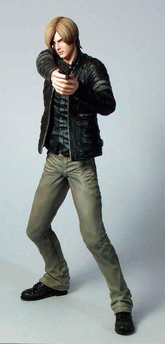 "Estatua Resident Evil. Leon S. Kennedy, 24 cm. Capcom Estatua de 24 cms de Leon S. Kennedy, uno de los protagonistas del popular videojuego ""Resident Evil 6"".   Estatua de Leon S. Kennedy del videojuego ´Resident Evil 6´, fabricada en PVC, tamaño aprox. 24 cm. Viene en una caja con ventana."
