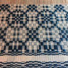 #overshot #antiqueloom #handweaversofinstagram #handwoven #weaving #weaversofinstagram #linenlove #alittlebitwonky