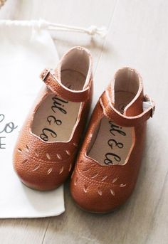 Vintage inspired leather shoes for the little ones - Paul & Paula