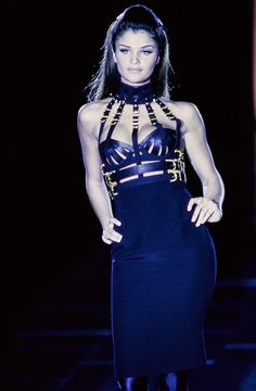 Versace Fall 1992 Ready-to-Wear Fashion Show - Linda Evangelista