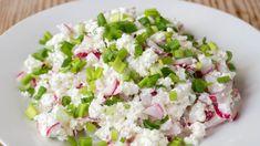 Tvarohová nátierka s reďkovkou a jarnou cibuľkou   Recepty.sk Starters, Cobb Salad, Ham, Potato Salad, Smoothie, Good Food, Potatoes, Ethnic Recipes, Kitchen