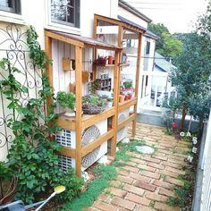 Pergola In Front Yard Pergola With Roof, Pergola Plans, Diy Pergola, Diy Pallet Furniture, Garden Furniture, Garden Sink, Vertical Garden Design, Small Greenhouse, Interior Garden