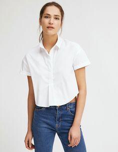 Camisa popelin cuello polo. Descubre ésta y muchas otras prendas en Bershka con nuevos productos cada semana