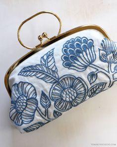 Esta bellezuea de monedero fue bordado por Yumiko Higuchi