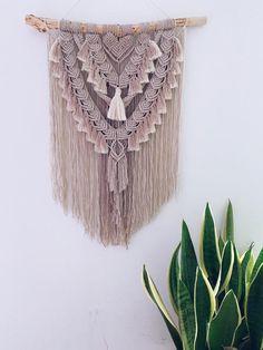 Macrame Wall Hanging Patterns, Macrame Art, Macrame Design, Macrame Projects, Macrame Patterns, Quilt Patterns, Diy Hair Accessories, Lana, Weaving