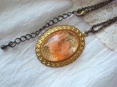 二匹の金魚と水草の様な押し花のカボッションのネックレス|ネックレス・ペンダント|ハンドメイド・手仕事品の販売・購入 Creema(クリーマ)