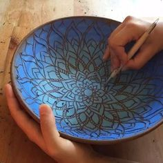 Easy way to do mandala silhouette? Would fire white though. Painted Ceramic Plates, Ceramic Clay, Ceramic Painting, Pottery Bowls, Ceramic Pottery, Pottery Art, Pottery Painting Designs, Pottery Designs, Ceramic Glaze Recipes