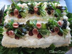 Kinkkuvoileipäkakku hääjuhlaan - TaikinaTaivas - Vuodatus.net Sandwich Cake, Sandwich Recipes, Cake Recipes, Sandwiches, Salad Restaurants, Food Decoration, Savoury Cake, Cakes And More, Food Presentation