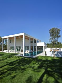 -San Lorenzo House / de Blacam and Meagher Architects-  Just floating in the pool.  Home sweet home.