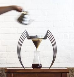 The IIKONE is designed to be a piece of industrial art on your kitchen counter top! This minimalist brewer design brings a purist approach to pour-over